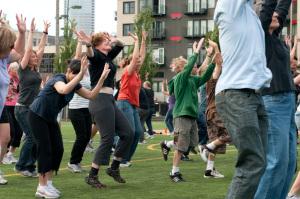 A self-organizing flash mob rehearsal